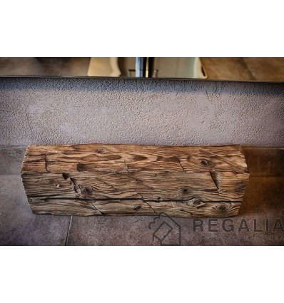 stare-belki-drewniane-ciosane-recznie