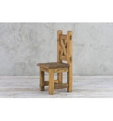 Krzesło ze starego drewna ciosnaego ręcznie
