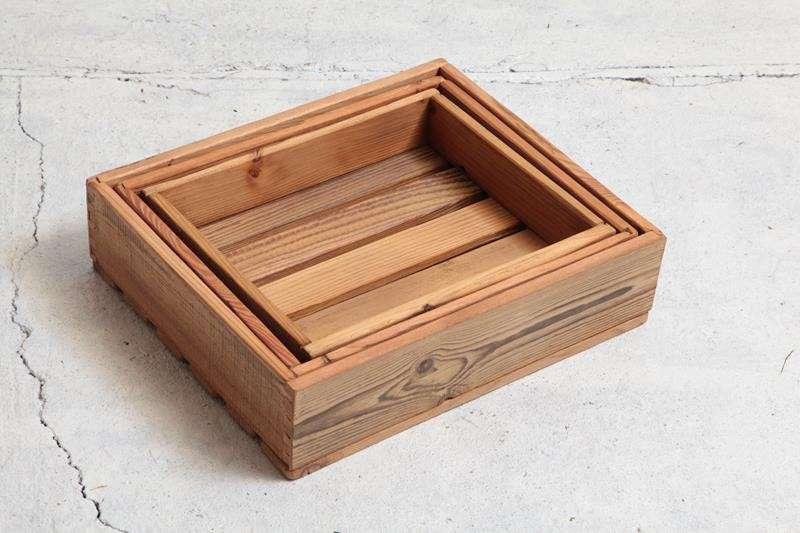 drewniana-taca-skrzynka-ze-starych-desek